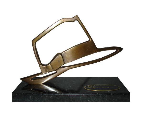 Peça: bidimensional, 12,5cm de altura.  Material: bronze patinado.  Base: granito preto 20x8x2cm.  Placa cortesia: latão 6,5x2,5cm.  Produto exclusivo, desenvolvido exclusivamente para este cliente.  Não reproduzimos esta arte, favor consultar produtos similares no portfólio.