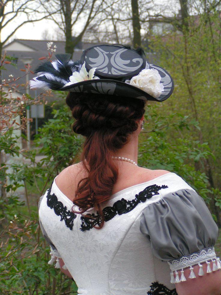 bovendeel kapsel plus hoed  gemaakt door mij