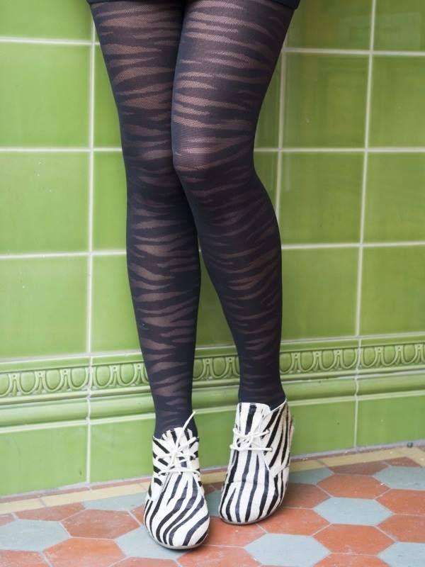 Een klassieke zwarte panty met een kleine twist. Wees origineel met deze subtiele zebra-print panty. https://www.underfashion.nl/bonniedoon