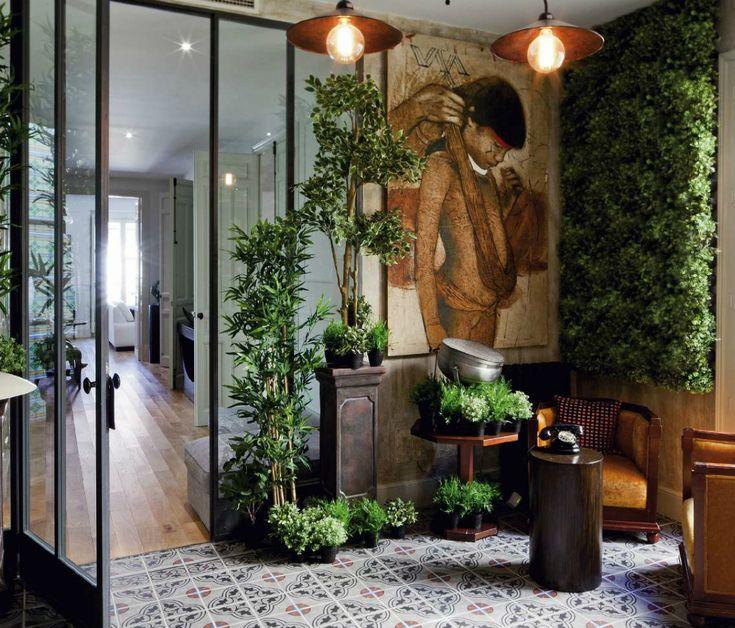Piso exterior - AD España, © D. R. El piso es exterior, tiene dos dormitorios, tres baños, cocina, comedor, salón, biblioteca y dos patios de luces. La obra del parisino Mike Alleg y su equipo consistió en la restauración y decoración del inmueble.