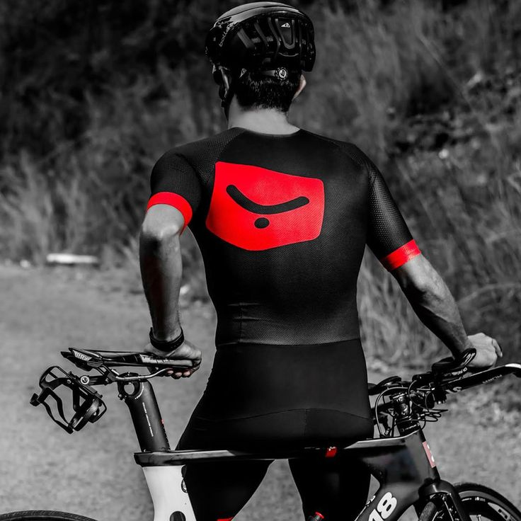 Who'd say no to a new personalized #trisuit? If you have an idea, we make it real and turn it into a unique garment ➡#WEARYOURDREAMS #triathlon #swim #bike #run #taymory
