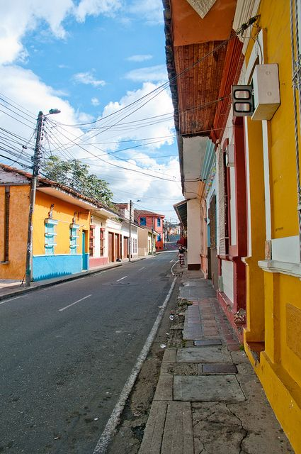 Conoces esta calle? Muy colorida y bonita!!! #Cali #Colombia. Where I'm from!! My beautiful country!!