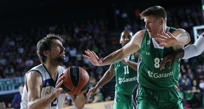 Darüşşafaka İşi Zora Soktu Basketbol THY Avrupa Ligi play-off turu üçüncü maçında Darüşşafaka Doğuş, İspanyol temsilcisi Real Madrid'e 88-81 yenilerek seride 2-1 geriye düştü.          Serinin dördüncü maçı 28 Nisan Cuma günü yine Volkswagen Arena'da oynanacak.   #27.04.2017maçsaatleri #27.04.2017maçsonuçları #27nisan2017maçları #Darüşşafaka #DarüşşafakaDoğuş #Doğuş #DörtlüFinal #ispanya #maçlar maçsonucuthyavrupalig