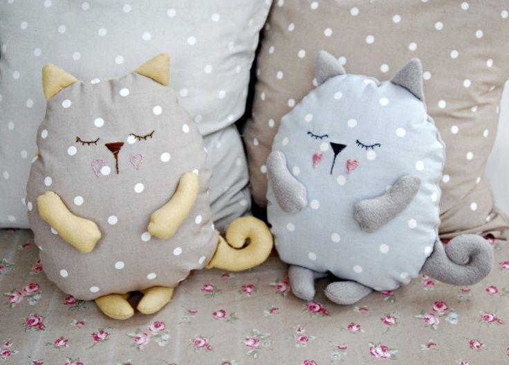 Sleepy cat cushion