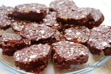 How to biscuits salami (video). Cum se face salamul de biscuiti (video).
