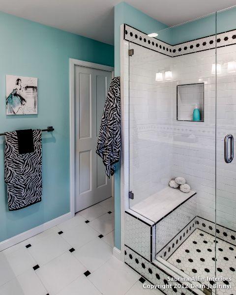 Jasny turkus i czarno-biała łazienka :)