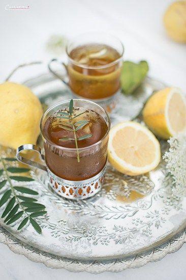 Rezept für einen Mate Tee Cocktail. Mate Tee schmeckt nicht nur heiß besonders gut, sondern auch an sommerlichen Tagen als erfrischender Cocktail.