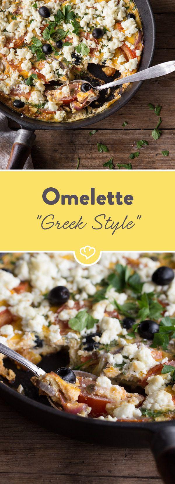 Tomaten, rote Zwiebeln, schwarze Oliven, Feta und Eier dazu - fertig ist dein schnelles Feierabend-Omelette Greek Style, dass nach Mittelmeer schmeckt!