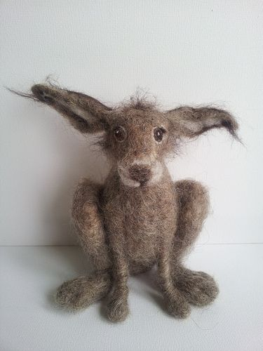 Cute hare, needle-felted from wool. Thron crown. Red appliqué heart. Burlap jumper wooden cross tomb