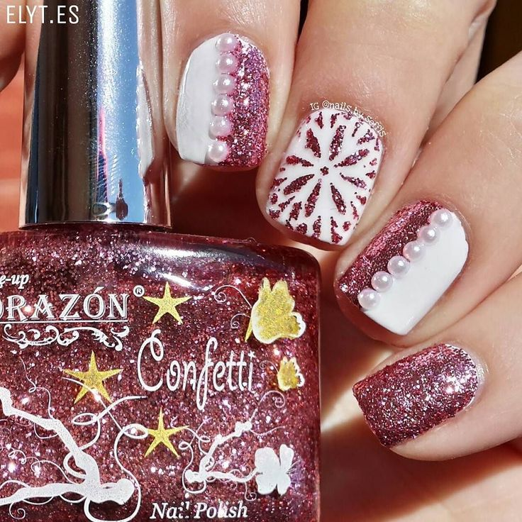"""Hi again beauties!  I should show you this new manicure because I think that it is soooo sweet!  Do you want to know how I did it? Here we go: -  I used El Corazón '522B' (Confetti Collection) and """"From Russia With Love"""" vinyls from my favourite nail art store online  @entrelazosytelas @entrelazosytelas  (You can use my code SOFFIS for a 15% off in your purchases at WWW.ELYT.ES)  @entrelazosytelas has an exceptional discount code for EL Corazón and Kaleidoscope polishes! Take a look at enjoy…"""