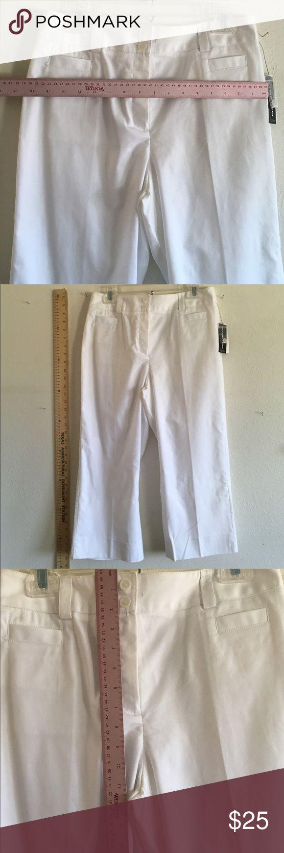 NWT white Capri pants 👖 10 Summer Fun New stretch Rafaella brand size 10 new white cotton Capri pants with a bit of stretch Rafaella Pants Capris