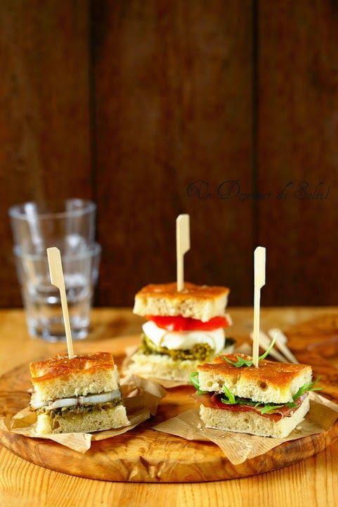 Un dejeuner de soleil: Trio de mini focaccia-sandwichs garnis à l'italien...