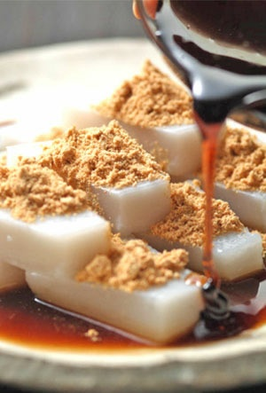 Kuzumochi, Japanese Dessert> http://pinterest.com/yumiknock/japanese-snack/