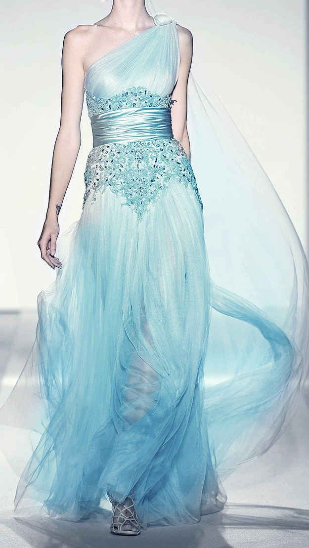21 Breathtaking Couture Gowns Fit For An Ice Queen this looks more like her dress
