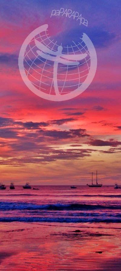 Puesta de sol con tonos naranjas y púrpuras. Tamarindo. Costa Rica