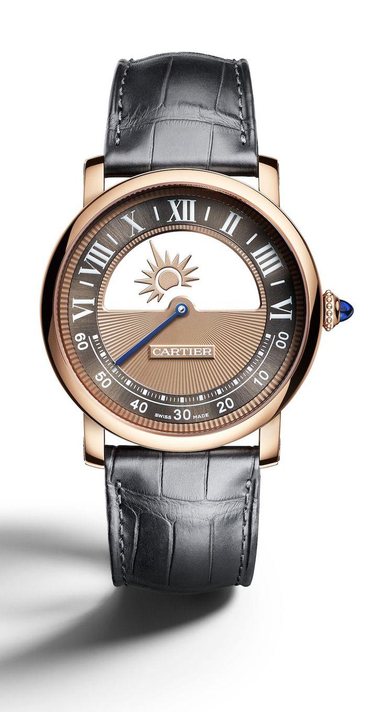 Mit der Rotonde Mysterieuse Day and Night stellt Cartier zwei seiner bekanntesten Komplikationen in den Mittelpunkt. Eine mysteriöse, sich scheinbar antriebslos bewegende Stundenanzeige und eine Tag-Nacht-Indikation. [3155] #cartier #watches #wristwach #uhren #luxury