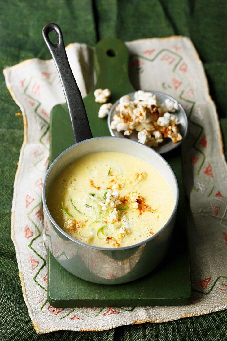 Cremige Käse-Mais-Suppe mit feurigem Popcorn | http://eatsmarter.de/rezepte/cremige-kaese-mais-suppe-mit-feurigem-popcorn