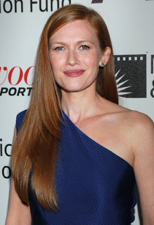 Mireille Enos - definitely looks very diff from her characters on both Big Love & The Killing :)
