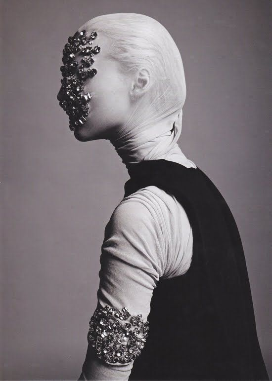 Photography by Giorgio Codazzi #art #creation #tendance #jewelry #bijouterieenligne #bijouxenor #bijouxargent #bijouxcorail #redcoral #luxury #artisanat #joaillerie #cadeau #enligne #bijouxfantaisie #bijouxmrm #monbijoutier http://www.bijouxmrm.com/ https://www.facebook.com/marc.rm.161 https://www.facebook.com/Bijoux-MRM-388443807902387/ https://www.facebook.com/La-Taillerie-du-Corail-1278607718822575/  https://www.instagram.com/bijouxmrm/ https://fr.pinterest.com/bijouxmrm/