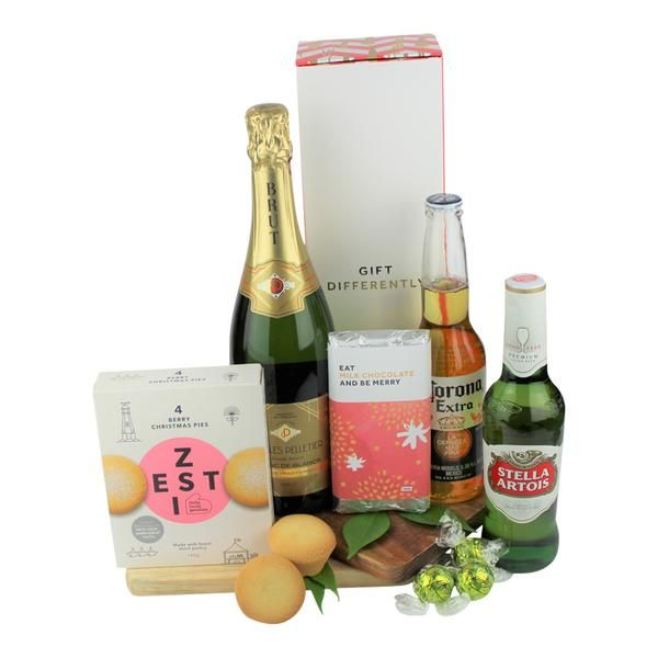 Edible Blooms Is New Zealand S Trusted Online Gift Store We Ve Been Delivering Deliciously Differen Christmas Gift Hampers Gift Hampers Edible Christmas Gifts