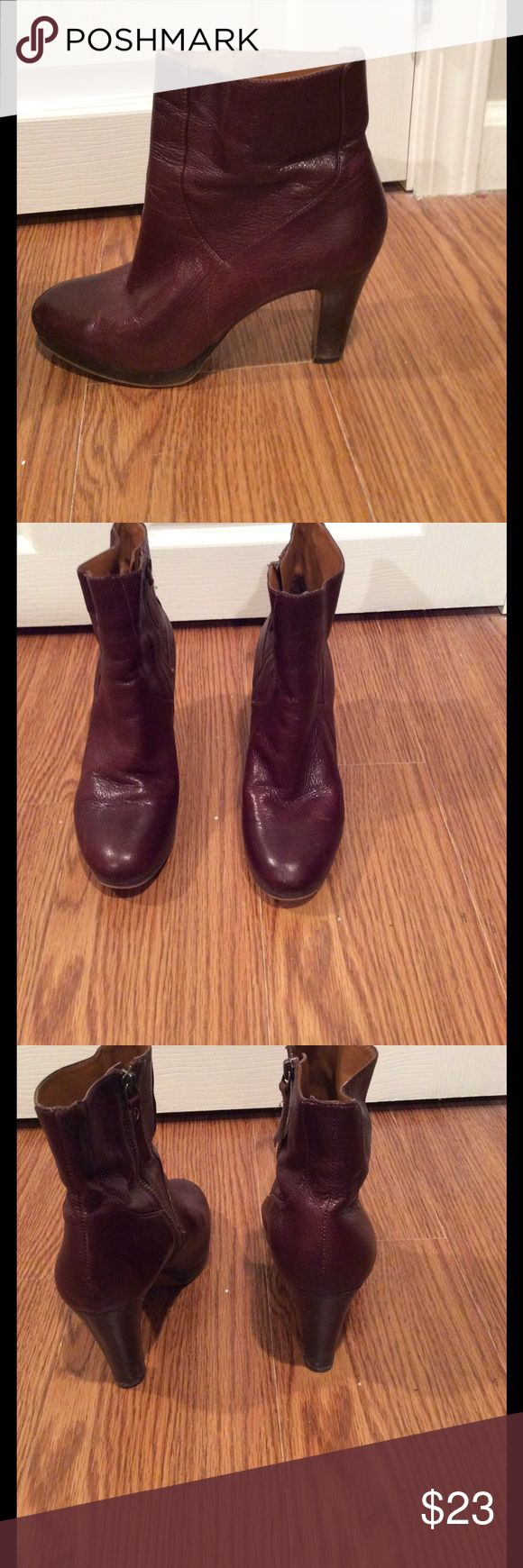 Nine West Brown leather ankle boots sz7 good cond Nice Nine West Brown (Cordovan)  leather ankle boots with small platformed toe; inside zipper; extremely comfortable Nine West Shoes Ankle Boots & Booties