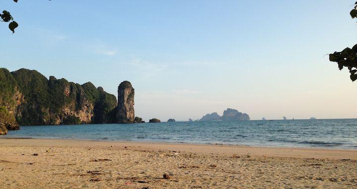 Wer sich schon immer nach der besten Reisezeit für einen Thailand Urlaub gefragt hat, sollte diesen bereits etwas älteren Artikel von mir nicht verpassen. Allerdings ist die Frage auch gar nicht so einfach zu beantworten...  http://flashpacking4life.de/reisetipps-beste-reisezeit-thailand/