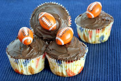 Cupcakes with tiny footballs! Fun and easy Super Bowl party dessert idea.