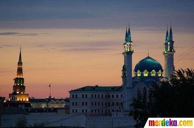 Awalnya, masjid ini dibangun pada abad ke-16 dan pernah hancur di tangan pasukan Rusia pada 1552.