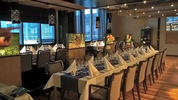 Kulinaristisia nautintoja hyvän ruoan parissa. Syö hyvin ja nauti lomastasi Rokualla! Restaurant Rousku tarjoaa luonnollisen lähiruoan maukkaita makuja aamusta iltaan. Kahvikupposta kaipaava viihtyy Café Kaarnan tunnelmallisissa pikkupöydissä hotellin vilinää seuraillen.  Herkulliset elämykset ja kiireettömät hetket kuuluvat jokaiseen lomaan.  Tervetuloa maistamaan!