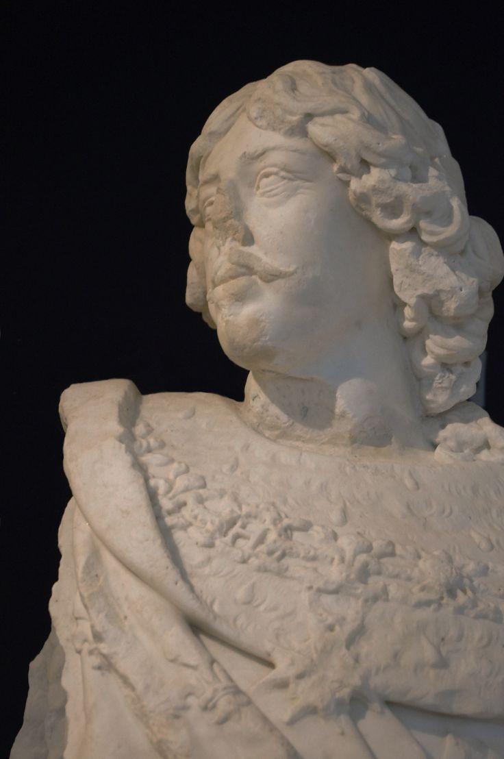 Château de Richelieu. Statue de Louis XIII par Guillaume Berthelot pour le pavillon d'entrée. Poitiers, Musée Sainte-Croix. Photo: Daniel Clauzier.