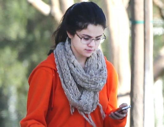 Selena gomez with no makeup. Sure makeup is pretty but you are still beautiful without it