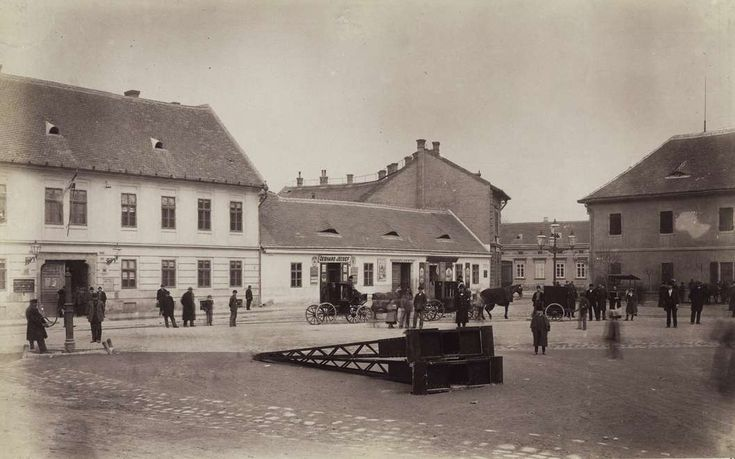 Fő tér. A felvétel 1890 után készült. A kép forrását kérjük így adja meg: Fortepan / Budapest Főváros Levéltára. Levéltári jelzet:  HU.BFL.XV.19.d.1.08.027