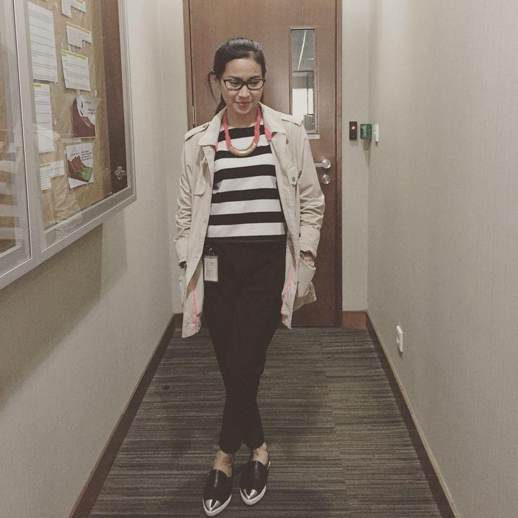 Stripe crop top Coat Black hareem pants Pin silver shoes