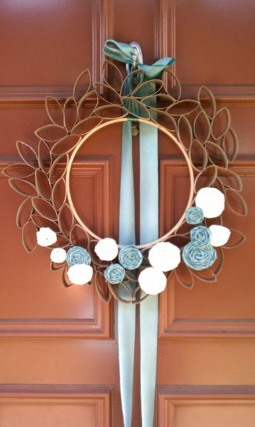 #WREATH MADE FROM EMPTY TOILET PAPER ROLLS This would be pretty with a mirror in the middle