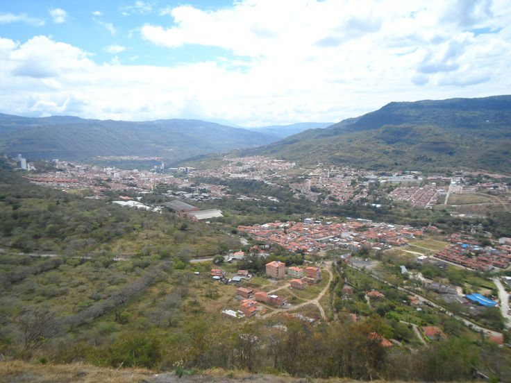 Hermosa panoramica de San Gil Santander en via hacia Barichara. http://sangil1.wix.com/hostalfarodelfonce