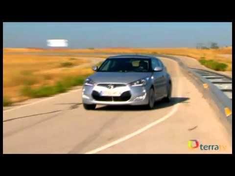 Hyundai Veloster: Mucho estilo y cierto grado de practicidad se dan cita en el nuevo coupé de Hyundai, un modelo de cuatro plazas y 2+1 puertas. Probamos el motor atmosférico de 140 CV e inyección directa de gasolina, que puede contar con cambio de doble embrague y tres acabados diferentes.