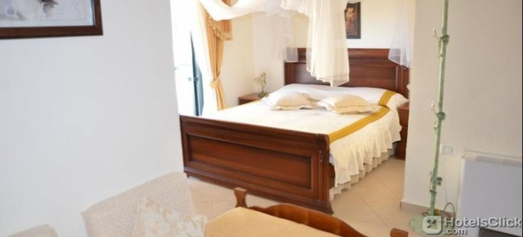 l'Hotel Olympia offre una piscina all'aperto, un ristorante alla carta, e appartamenti climatizzati con balcone e vista sul #mare. #Albania