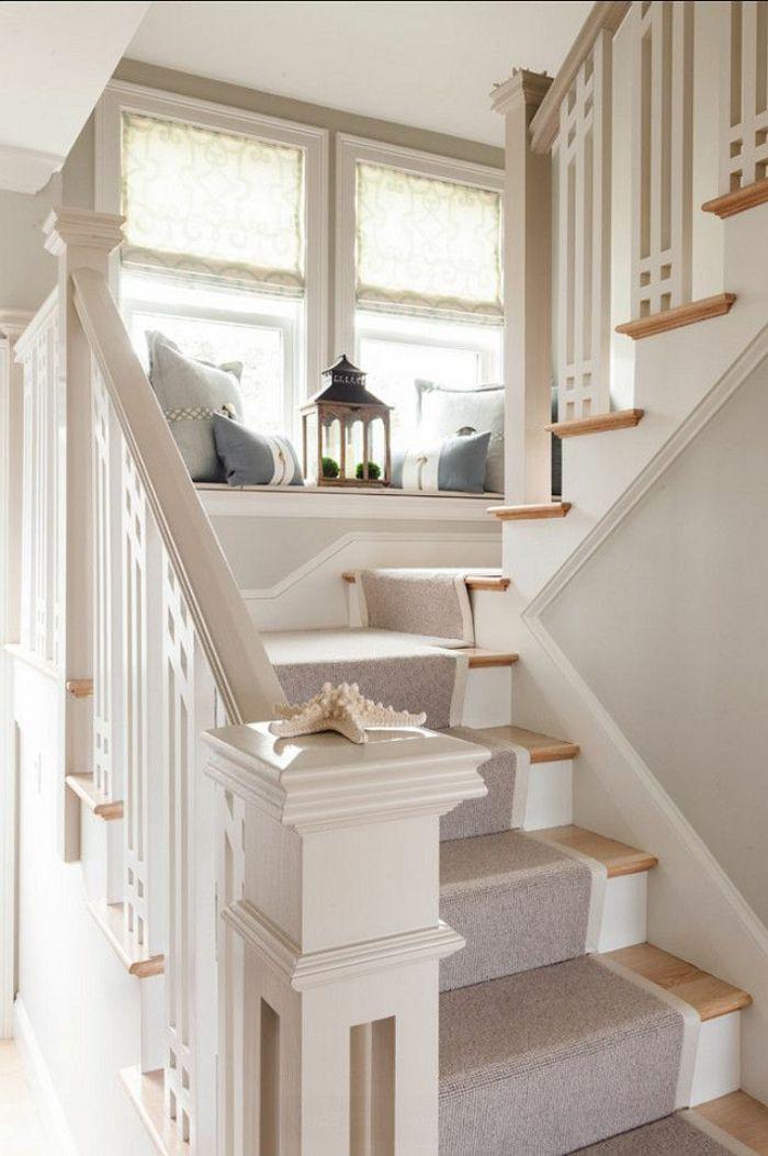 tapis pour escalier gris, escalier en bois, escalier intérieur moderne