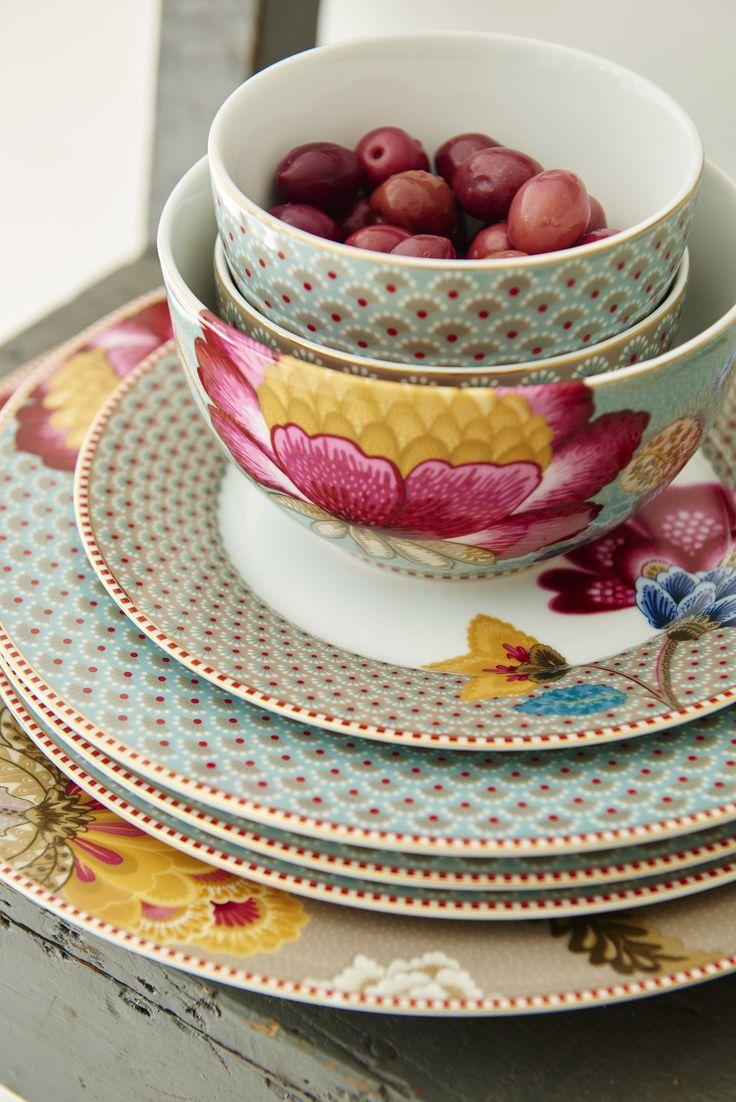 Diner borden in het blauw, ontbijtbordjes in khaki, kop en schotel in khaki, wit of roze