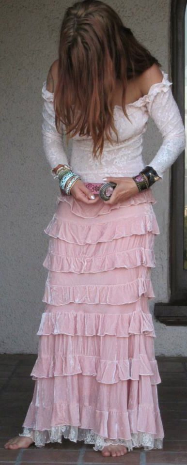 ❥ ruffles and lace I love pink!!! Cute skirt!