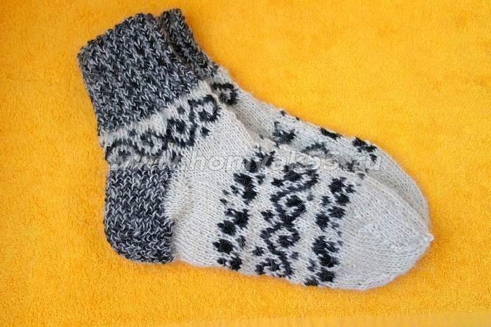Теплые носки с орнаментом, связанные на 2-х спицах