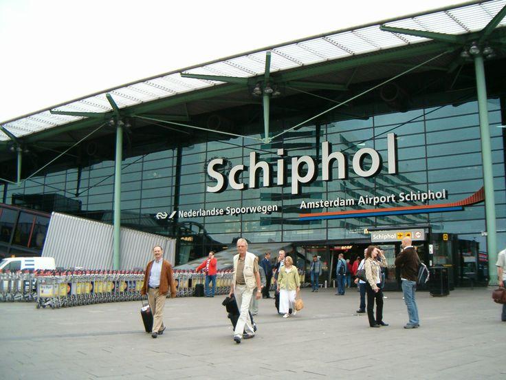 U kunt bij ons vliegen vanaf Amsterdam Schiphol,
