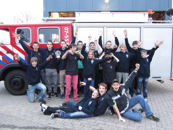 Fantastische prestaties aspiranten en junioren van Jeugdbrandweer Zevenaar tijdens de landelijke kwalificatiewedstrijden op zaterdag 13 april 2013 in Kampen. Junioren (12-15 jarigen) werden 5e en hebben zich net niet gekwalificeerd voor de halve finale. Aspiranten (16-18 jarigen) behaalden een 2e plaats en hebben zich hiermee ruim gekwalificeerd voor de landelijke halve finales die op 15 juni 2013 worden gehouden in Vlissingen.  via @RobertPolman.