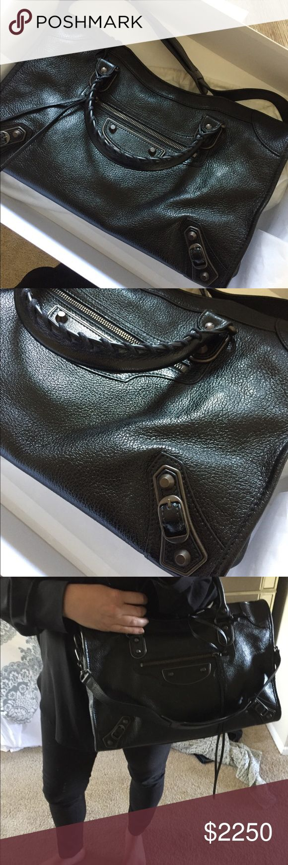 Balenciaga classic metallic edge city Baleneciaga from 2017. Only used a handful of times, bought it in September from the South Coast Plaza store in Orange County. Medium size Goat leather (not shiny) Brass metal hardware Balenciaga Bags Shoulder Bags
