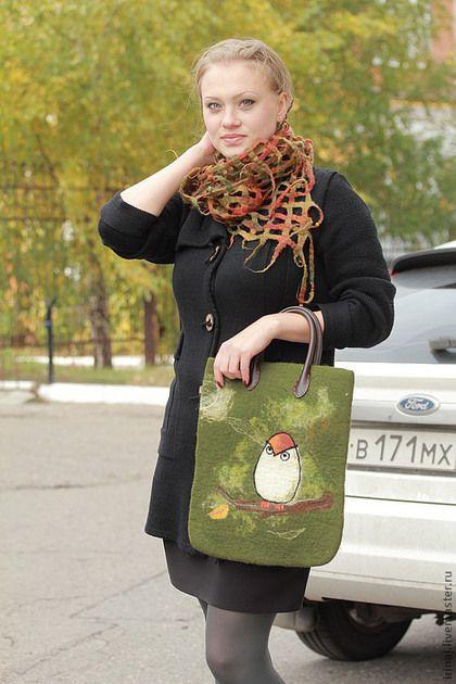 Купить или заказать валяная сумка 'Сова' в интернет-магазине на Ярмарке Мастеров. Сумочка с кожаными ручками. Плотная, хорошо держит форму. Подкладка из льна. Для декора использован рисунок Liese Chavez ( с разрешения автора). Единственный экземпляр в данном цвете.
