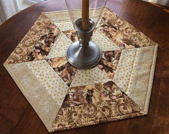 Otoño de oro, marrón y Beige acolchado hexagonal tabla Topper, vela Mat, camino de mesa de otoño