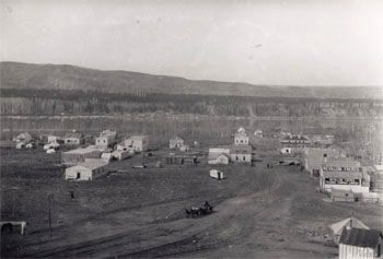 Peace River Crossing, 1914 A land rush lead to the establishment of the village of Peace River Crossing in 1914, soon after to be renamed Peace River (courtesy Glenbow Archives