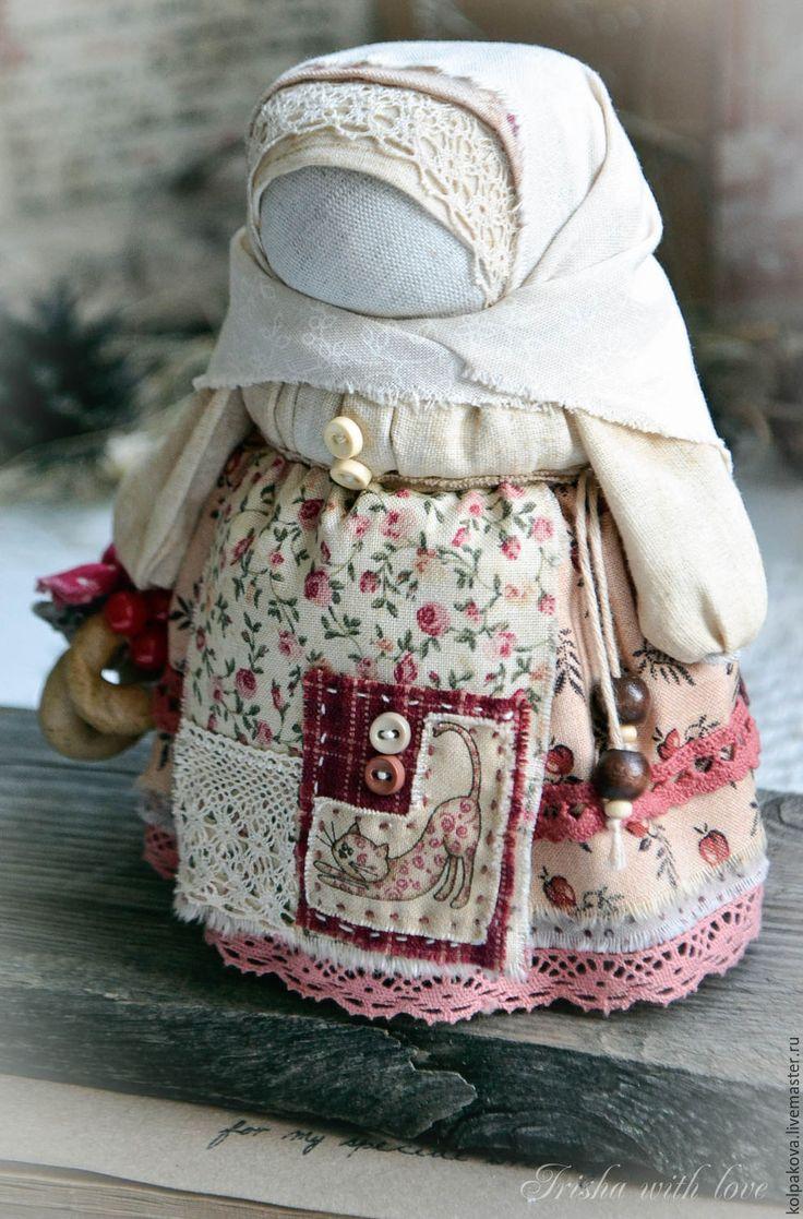 """Купить кукла-оберег Девочка с конфетой""""Праздничная"""". - бежевый, красный, девочка с конфетой, народная кукла"""