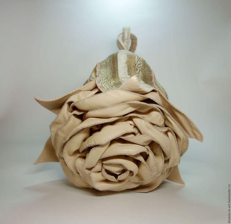 """Купить Авторская кожаная сумочка-роза """"Полет бабочки"""" - арт-сумка, сумка роза"""