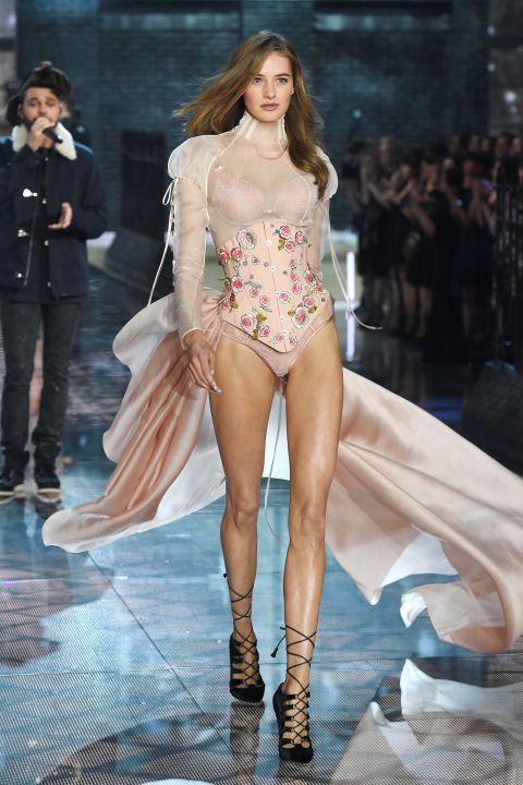 Le défilé Victoria's Secret a fêté ses 20 ans en compagnie de Kendall Jenner & Gigi Hadid et les artistes Selena Gomez, Ellie Goulding et The Weeknd